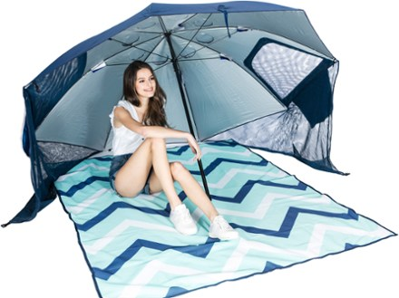 beach tent girl